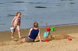 Jeux de plage à deux pas du camping Ker Eden