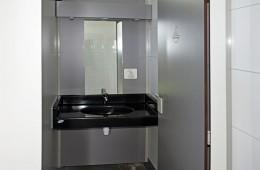 Sanitaires au camping Ker Eden : lavabo en cabine individuelle