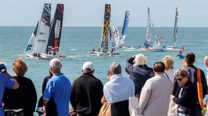 Tour de France à la voile spectacle vue de la côte