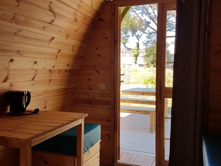 camping-ker-eden-pods-hebergement-insolite-interieur-cote-porte