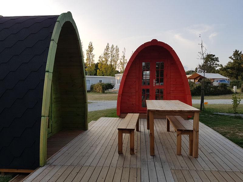camping-ker-eden-pods-hebergement-insolite-rouge-vert