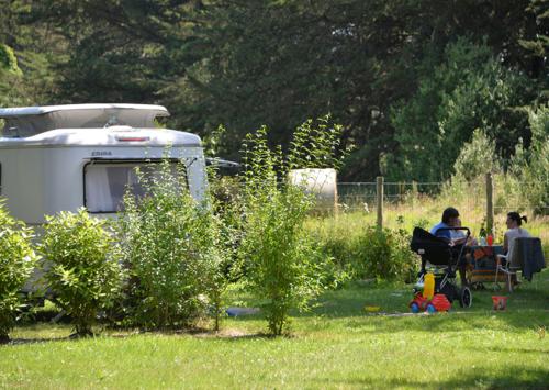 Famille de campeurs au camping Ker Eden
