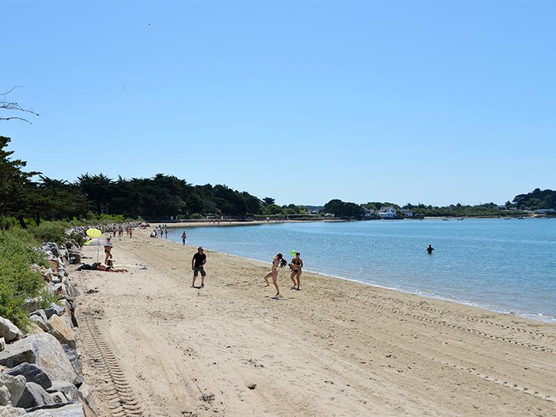 Jeux et activités sur la plage devant le camping Ker Eden